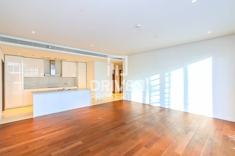Stunning and High Floor Unit   Arena View