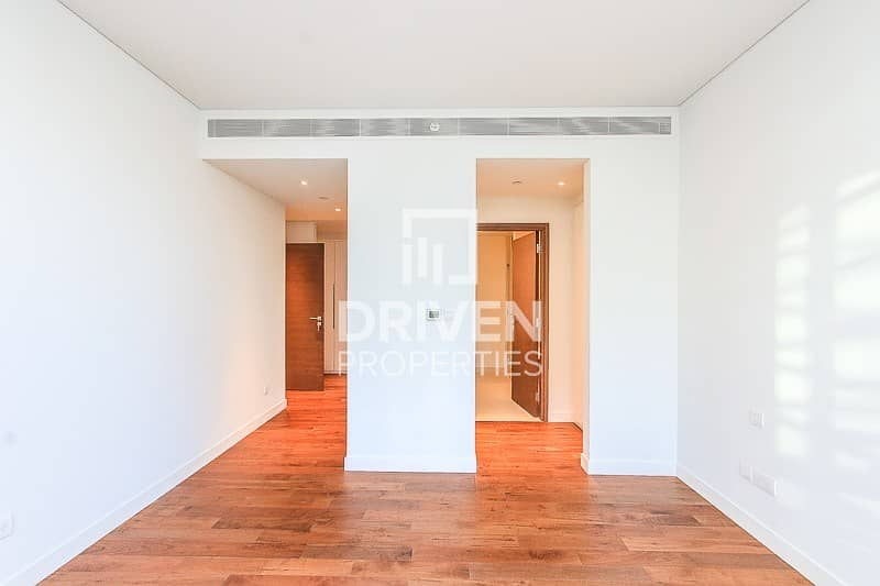 13 Stunning and High Floor Unit   Arena View