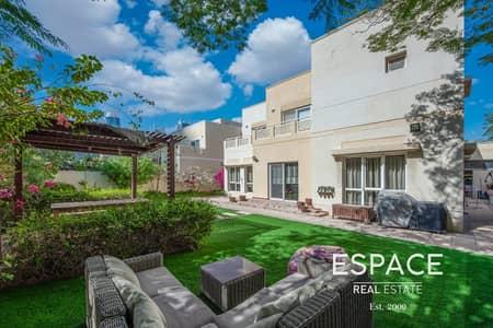 5 Bedroom Villa for Sale in The Meadows, Dubai - Beautiful Skyline view | 5 Bedrooms | Single row