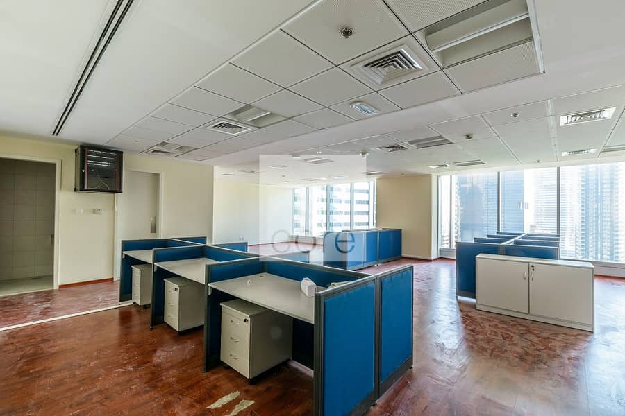Fitted office with partitions in Saba 1.