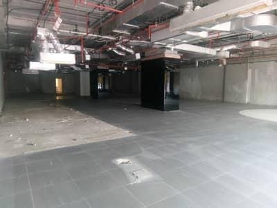 معرض تجاري  للايجار في شارع الشيخ زايد، دبي - معرض تجاري في شارع الشيخ زايد 950000 درهم - 4395601