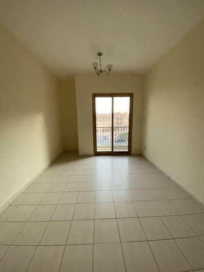فلیٹ 1 غرفة نوم للايجار في المدينة العالمية، دبي - غرفة نوم واحدة مع إطلالة جميلة على دوار للإيجار في مجمع إسبانيا الدولي في مدينة دبي دبي