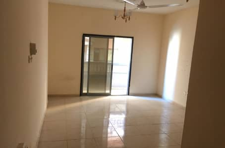 شقة في شارع الملك فيصل 1 غرف 18000 درهم - 4545062