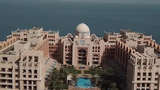 Palm Jumeirah Living - 3BR Affordable Rent