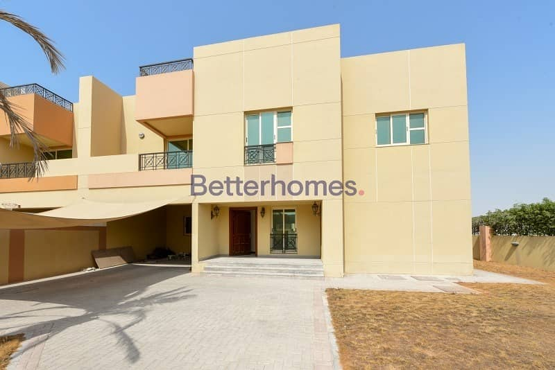 16 Very well maintained compound of 2 villa's