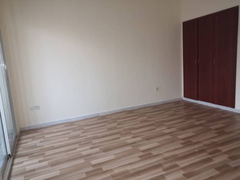 Spacious and well maintained, 1 bedroom apartment  in england cluster for sale 325000