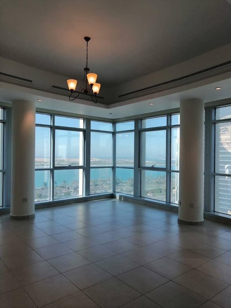 شقة في منطقة الكورنيش 4 غرف 145000 درهم - 4548450
