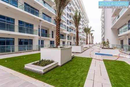 استوديو  للايجار في جزيرة المرجان، رأس الخيمة - Fully Furnished Modern Studio - With Partial Sea View