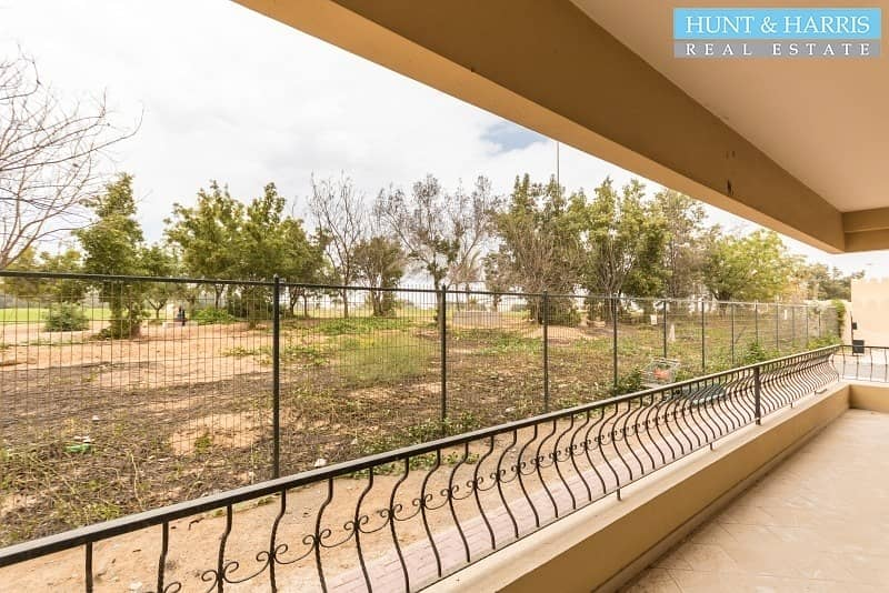 Large Apartment - 2 Minutes Walk to the Mall