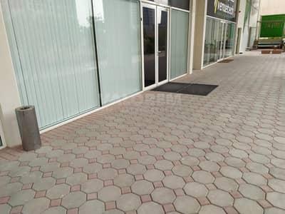 محل تجاري  للايجار في الخليج التجاري، دبي - Spacious retail space in Capital Golden Tower for rent