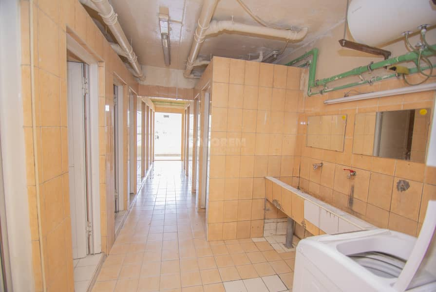 22 40 Rooms / 2400 per room /  4 person per room
