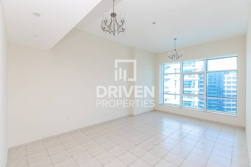 High Floor   2 Bed Apt with Chiller Free