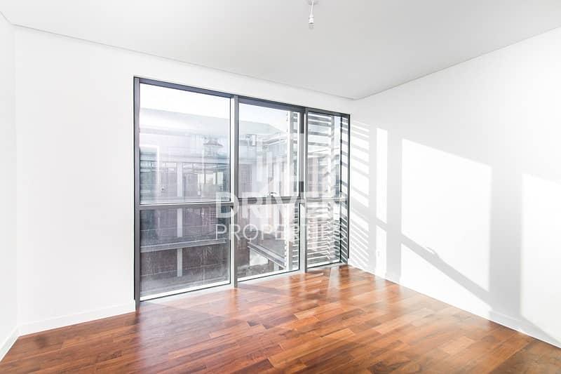 Rare 4 bedrooms Cozy Bright Duplex