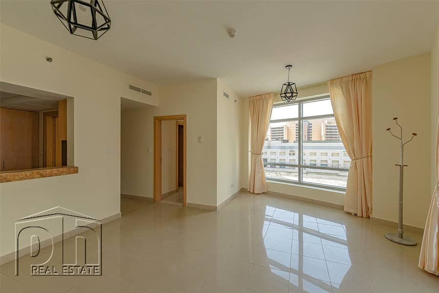 10 Spacious 1 Bed - Marina View - Chiller Free
