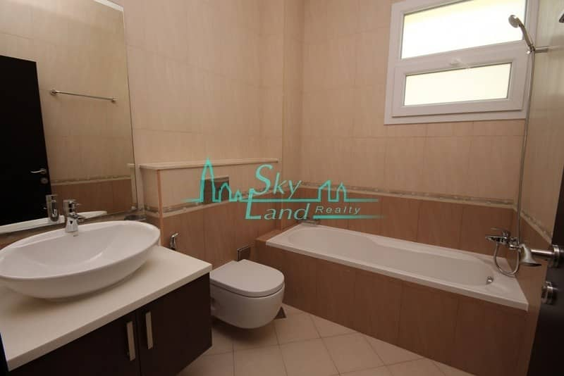 21 Modern well lit 5BED  with pool in Umm Suqeim 2