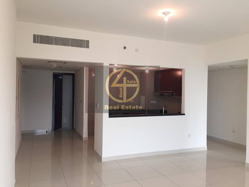 Luxuries 2 BR Apartment High floor with Balcony