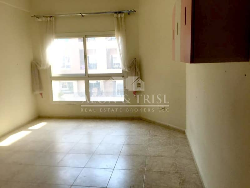 10 Spacious 2 BR Apartment with Open Kitchen I Pool View
