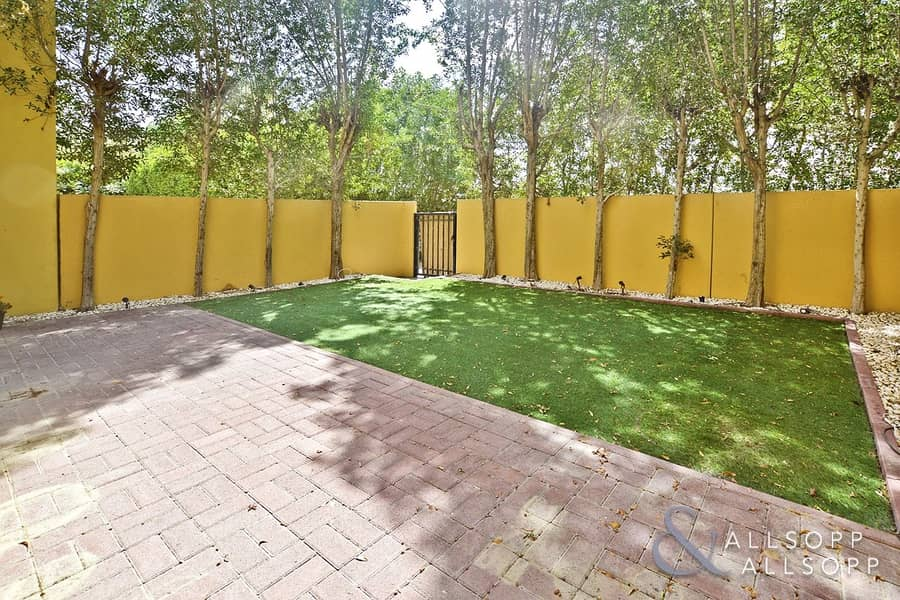 2 2 Bed | Landscaped Garden | Covered Parking