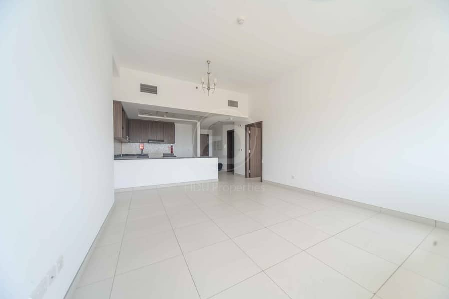 Beautiful 1 bed with Study Room in Dubai Land