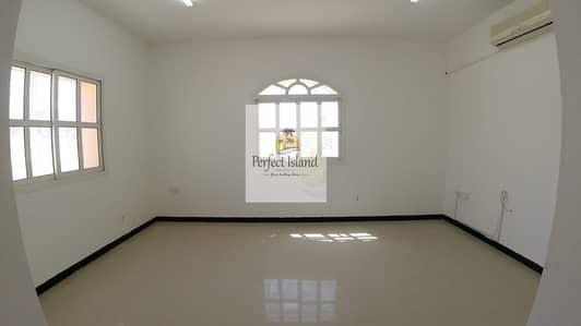 شقة 2 غرفة نوم للايجار في الشامخة، أبوظبي - Modern Stylish 2 BHK + Majles | Private Entrance | Ground Floor