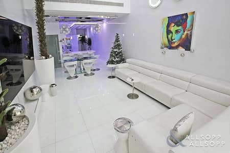 1 Bedroom Apartment for Sale in Palm Jumeirah, Dubai - Luxury | 3 Floors | Cinema Room | Rare