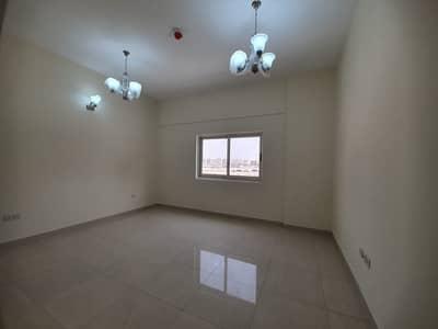 شقة 2 غرفة نوم للايجار في ند الحمر، دبي - شقة في ند الحمر 2 غرف 55000 درهم - 4553126