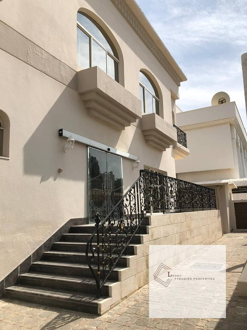 worth seeing villa with big yard and shaded parking