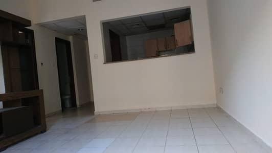 فلیٹ 1 غرفة نوم للايجار في المدينة العالمية، دبي - شقة في الحي الإسباني المدينة العالمية 1 غرف 30000 درهم - 4505097