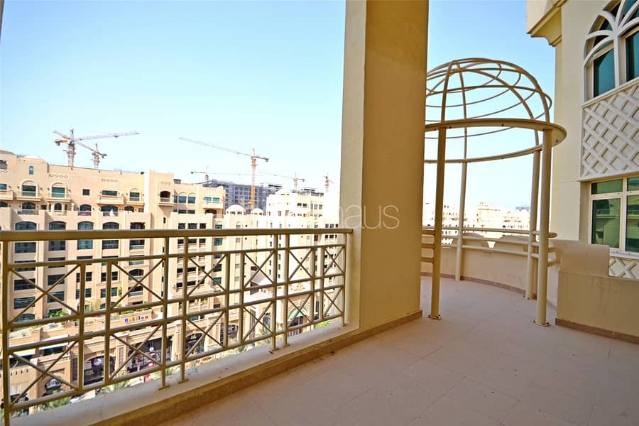 2 H Type || Large Duplex Penthouse || Close to Mall