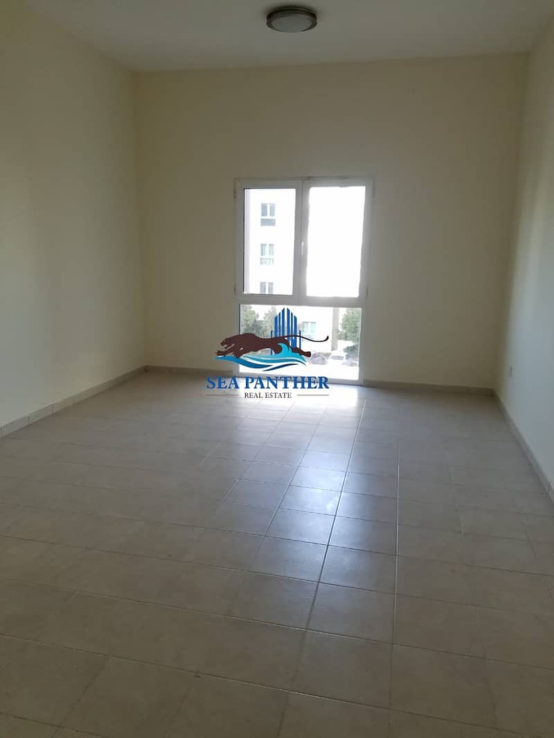 2 XXL STUDIO APARTMENT WITH 8 WARDROBES DISCOVERY GARDENS ON PRIME LOCATION READY TO MOVE