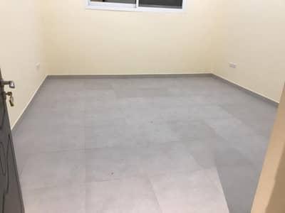 شقة 2 غرفة نوم للايجار في مصفح، أبوظبي - شقة في شعبية مصفح 2 غرف 50000 درهم - 4555378