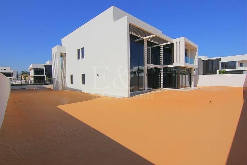 | Large 4 bed Villa on Big Plot/Luxury Community