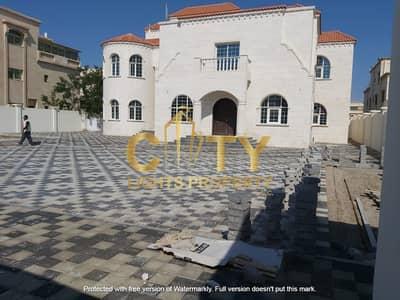 8 Bedroom Villa for Rent in Al Mushrif, Abu Dhabi - Deluxe 8 Master Bedroom Villa for Rent