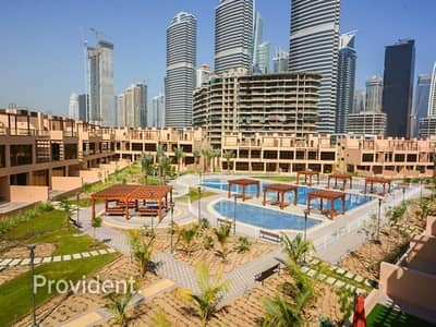 4 Bedroom Townhouse for Sale in Jumeirah Islands, Dubai - Large 4BR+Maids Townhouse with Swimming Pool View