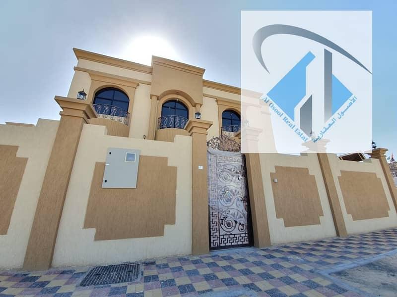 للبيع فيلا  جديده بتشطيب وتصميم رائعين قريب مسجد.