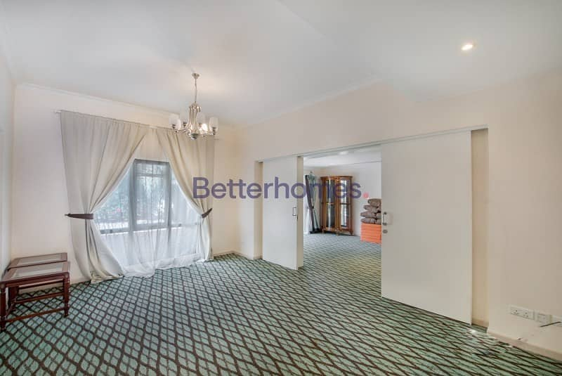 2 Upgraded | Close to Park and  Pool | 4 Payments