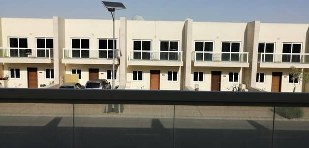 تاون هاوس 3 غرف نوم للايجار في المدينة العالمية، دبي - تاون هاوس في قرية ورسان المدينة العالمية 3 غرف 80000 درهم - 4557111