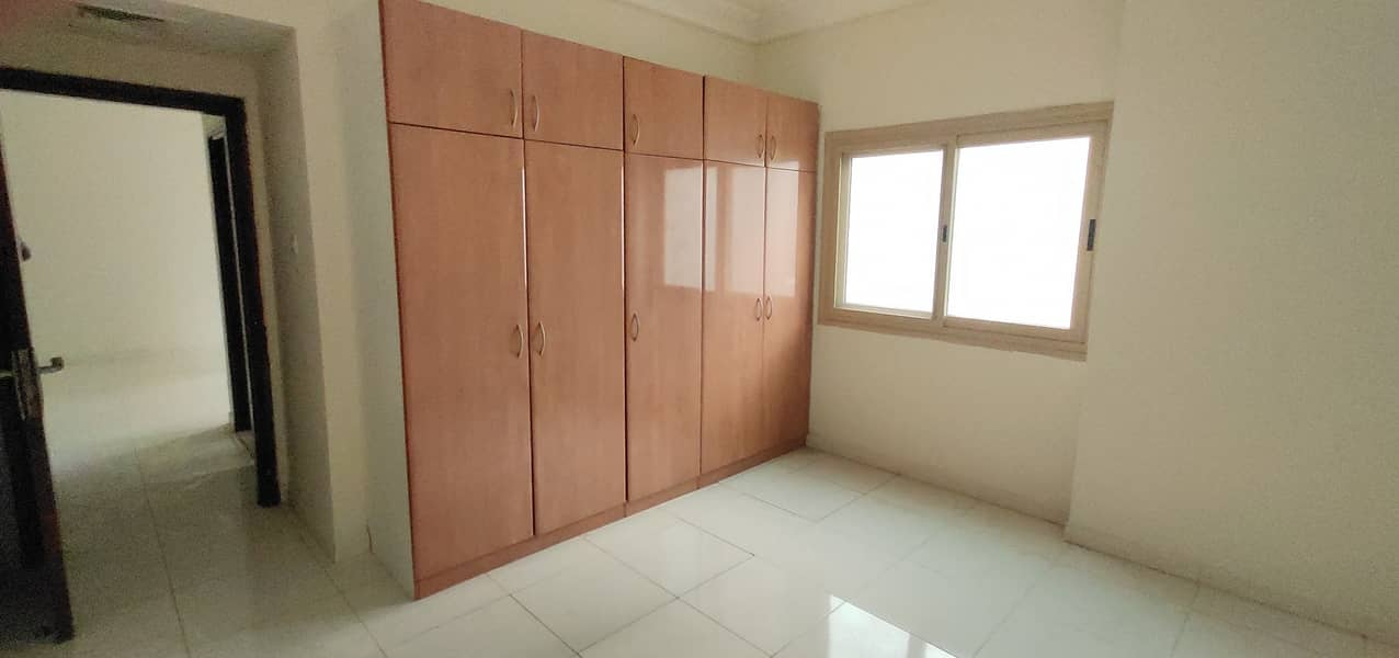 OPPOSITE TO PARK HOT OFFER 2 BHK WITH CLOSE HALL WARDROBE CENTRAL AC GAS ONLY 32K