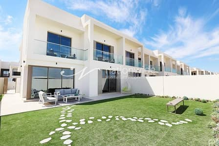 3 Bedroom Townhouse for Rent in Yas Island, Abu Dhabi - Exquisite 3 BR Corner Villa In Yas Acres