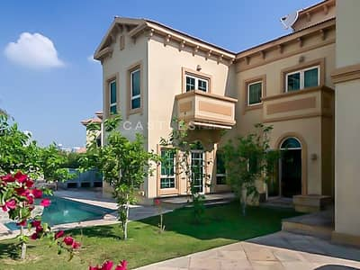 5 Bedroom Villa for Sale in Jumeirah Islands, Dubai - Lake View- Upgraded 5 bed+maids in Jumeirah islands