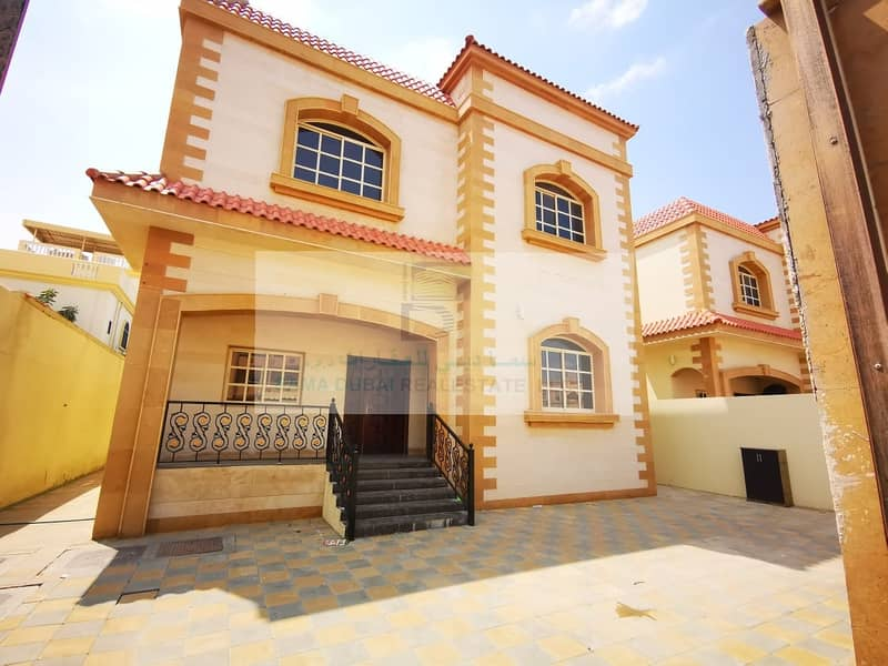 Nice villa direct on the road perfect location for rent very clean