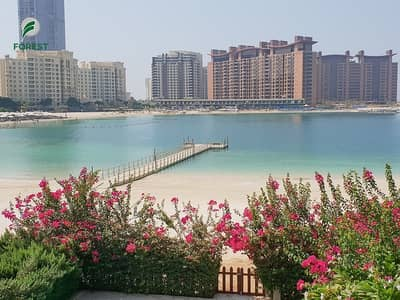 5 Bedroom Villa for Sale in Palm Jumeirah, Dubai - Beachfront 5BR + Maids | Vacant | Private Pool