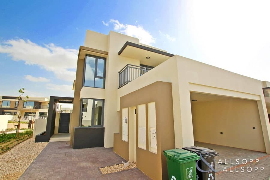 2 Excellent Location | Corner Unit | 5 Beds