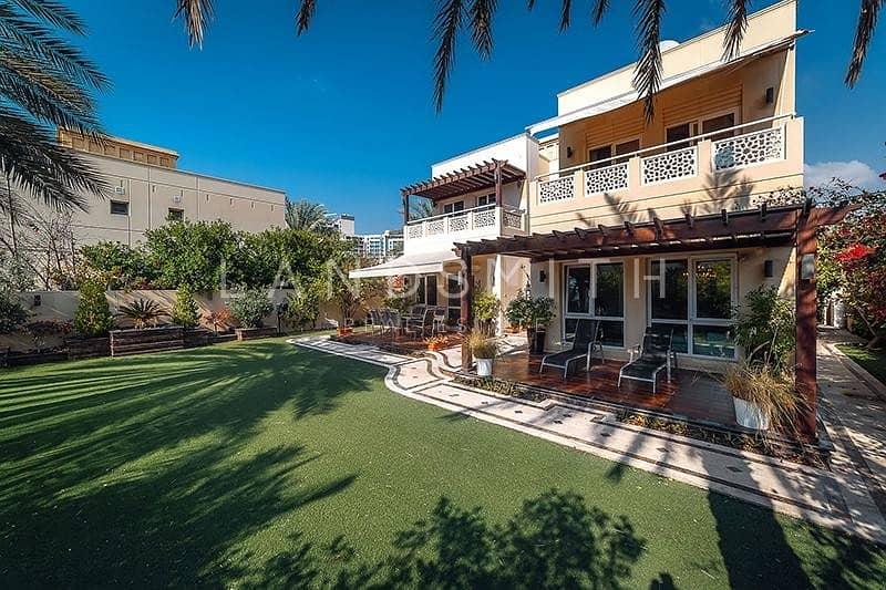 2 Vacant on Transfer Huge Plot Upgraded 4BR Villa