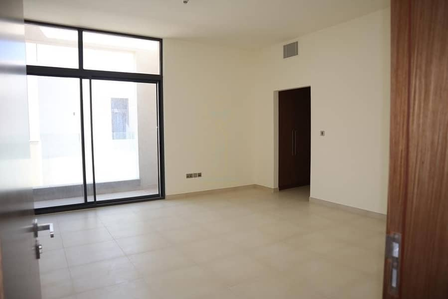 Hot deal with this massive 4BR villa in West Yas!