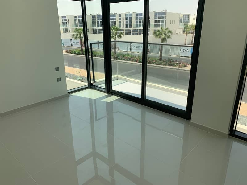 11 Spacious 3BR New Townhouse in Akoya Oxygen
