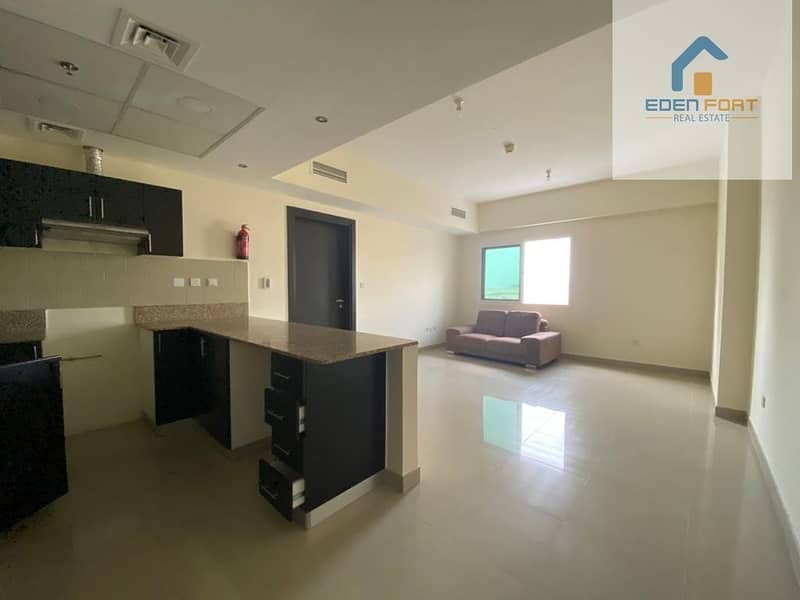 2 Spacious unfurnished one bedroom apartment