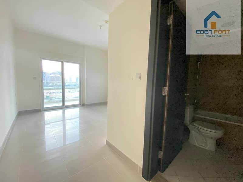 10 Spacious unfurnished one bedroom apartment