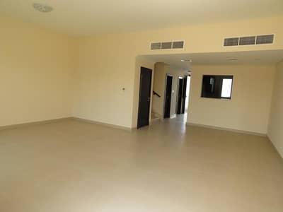 تاون هاوس 3 غرف نوم للايجار في المدينة العالمية، دبي - تاون هاوس في قرية ورسان المدينة العالمية 3 غرف 77000 درهم - 4561372