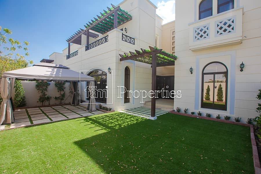1 Coner Villa | Landscaped | Single Row